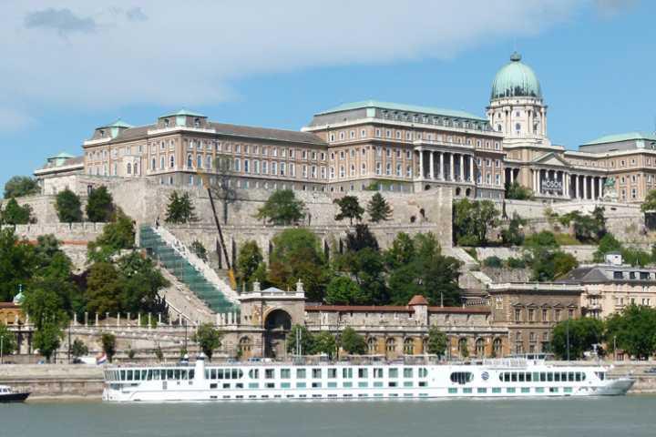 Berwisata Ke Berbagai Tempat Wisata Di Hungaria